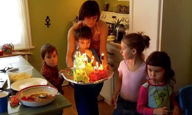 Video showing a kids' party.
